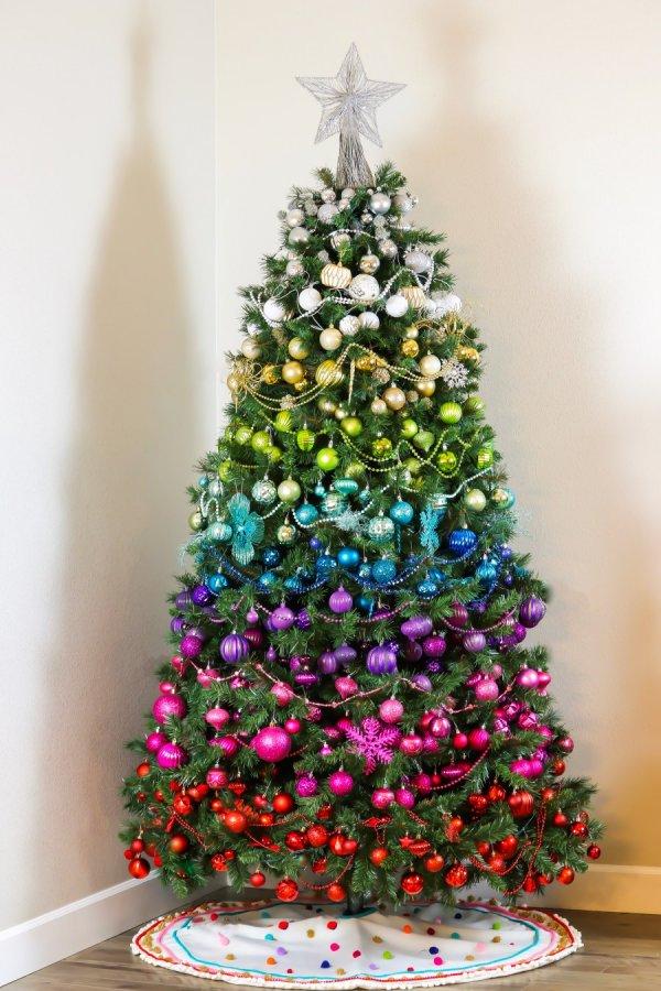 елка в стиле радуги